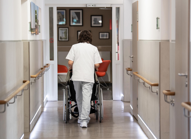 Höherer Pflegebeitrag für Kinderlose? Bundesregierung plant offenbar Reform