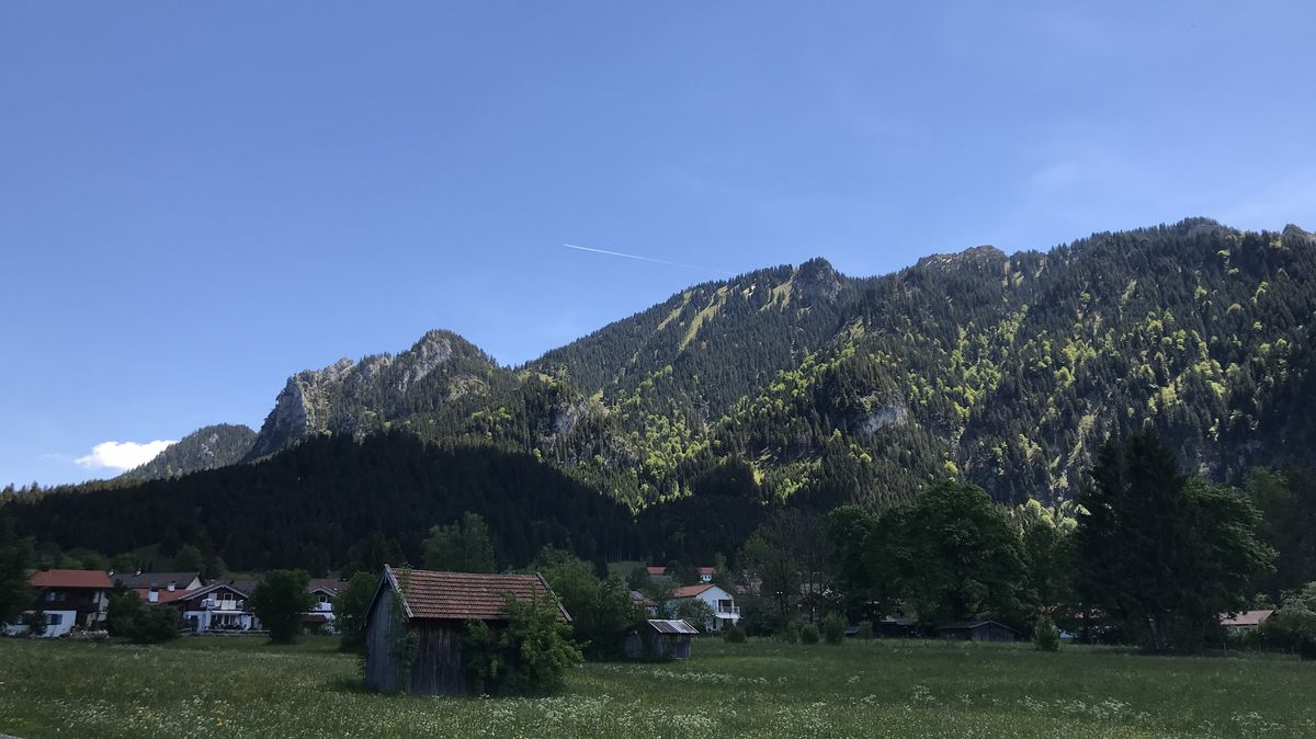 Blick aus dem Tal auf den Laber bei Oberammergau
