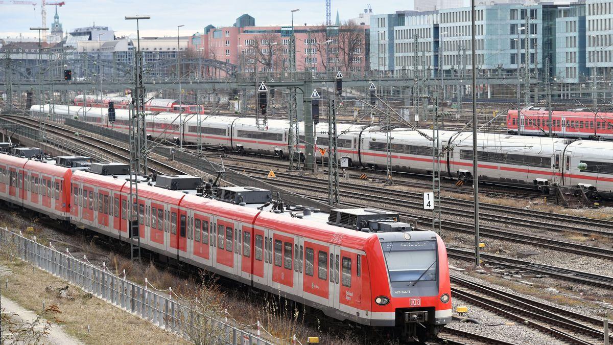 S-Bahn in der Nähe der Donnersberger Brücke in München
