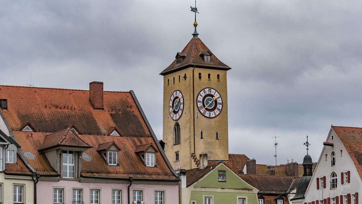 Der Turm des Alten Rathauses von Regensburg. In welchen Konstellationen wird die Stadt künftig regiert?