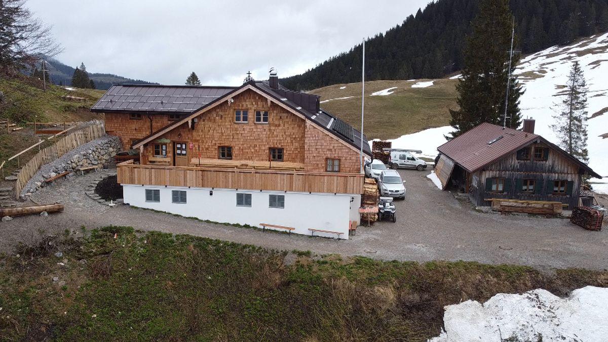 Die Lenggrieser Hütte im Isarwinkel ist für den Saisonstart vorbereitet.