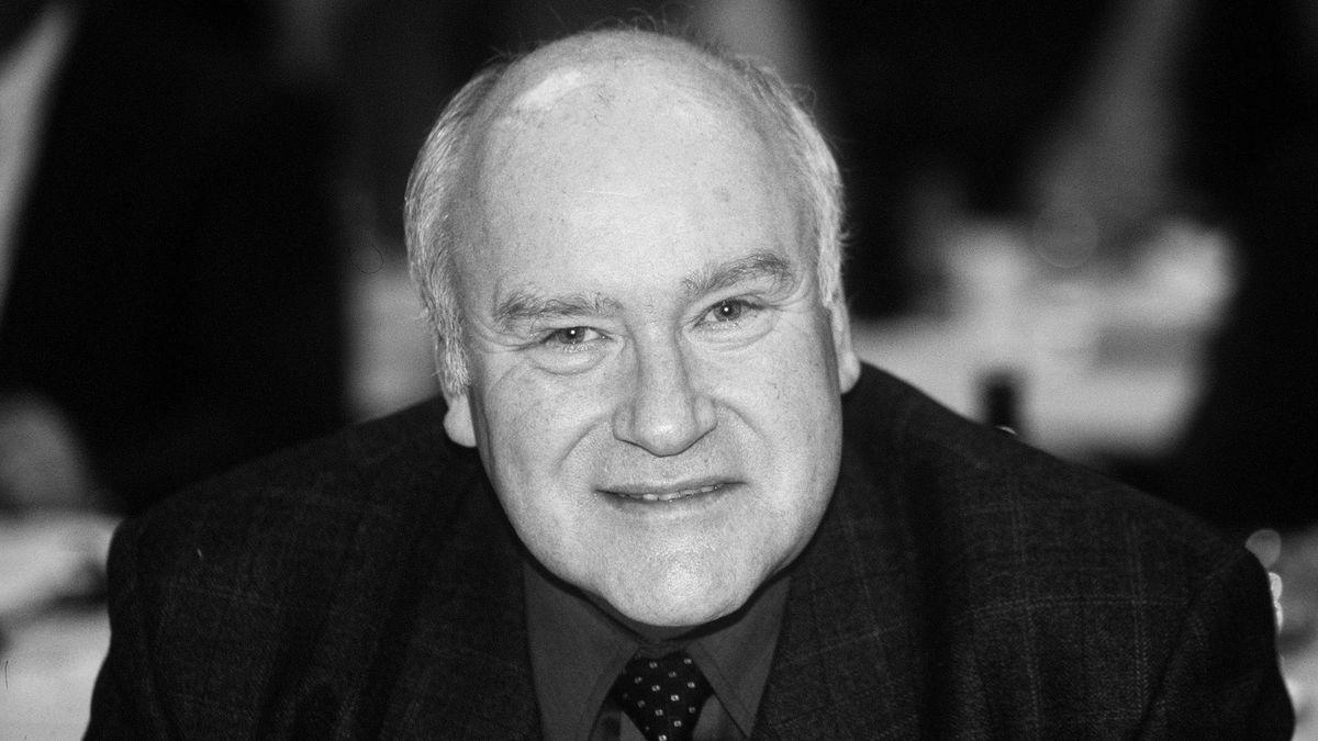 Der ehemalige Bundestagsabgeordnete Ernst Hinsken (CSU) ist am Sonntag im Alter von 77 Jahren verstorben.