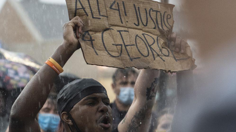 Demonstranten in Minnesota bei einer Kundgebung zum Gedenken an George Floyd | Bild:picture alliance/Stringer/Sputnik/dpa