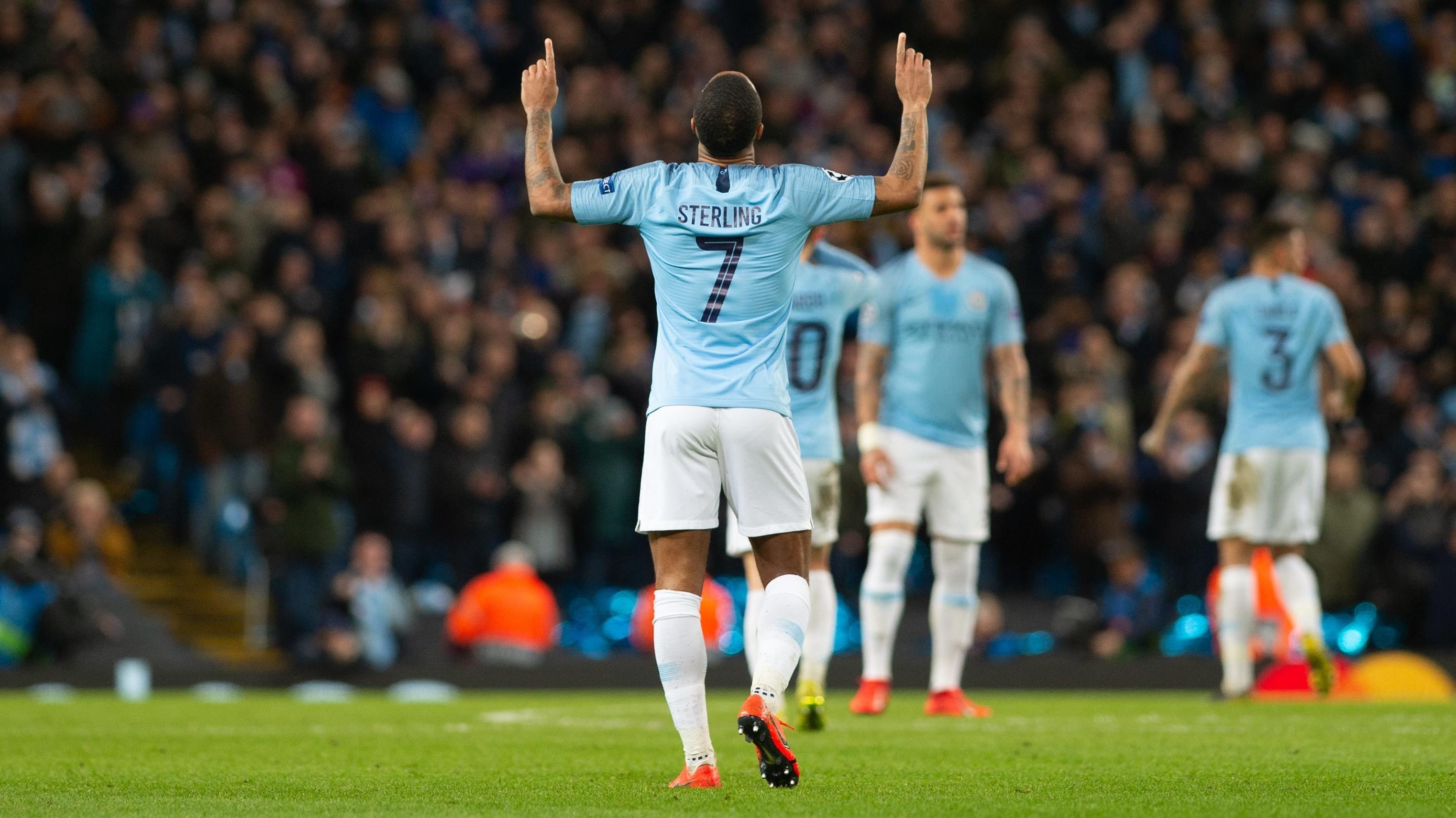 Manchesters Raheem Sterling jubelt über ein Tor gegen Schalke
