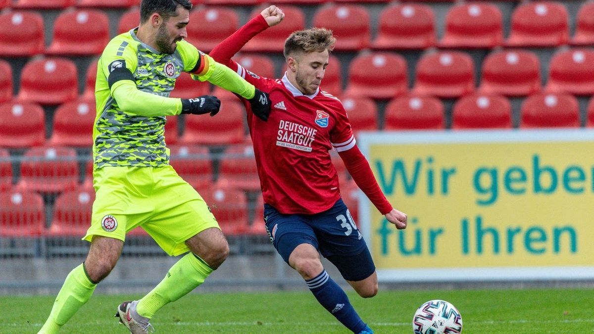 Spielszene SpVgg Unterhaching - Wehen Wiesbaden