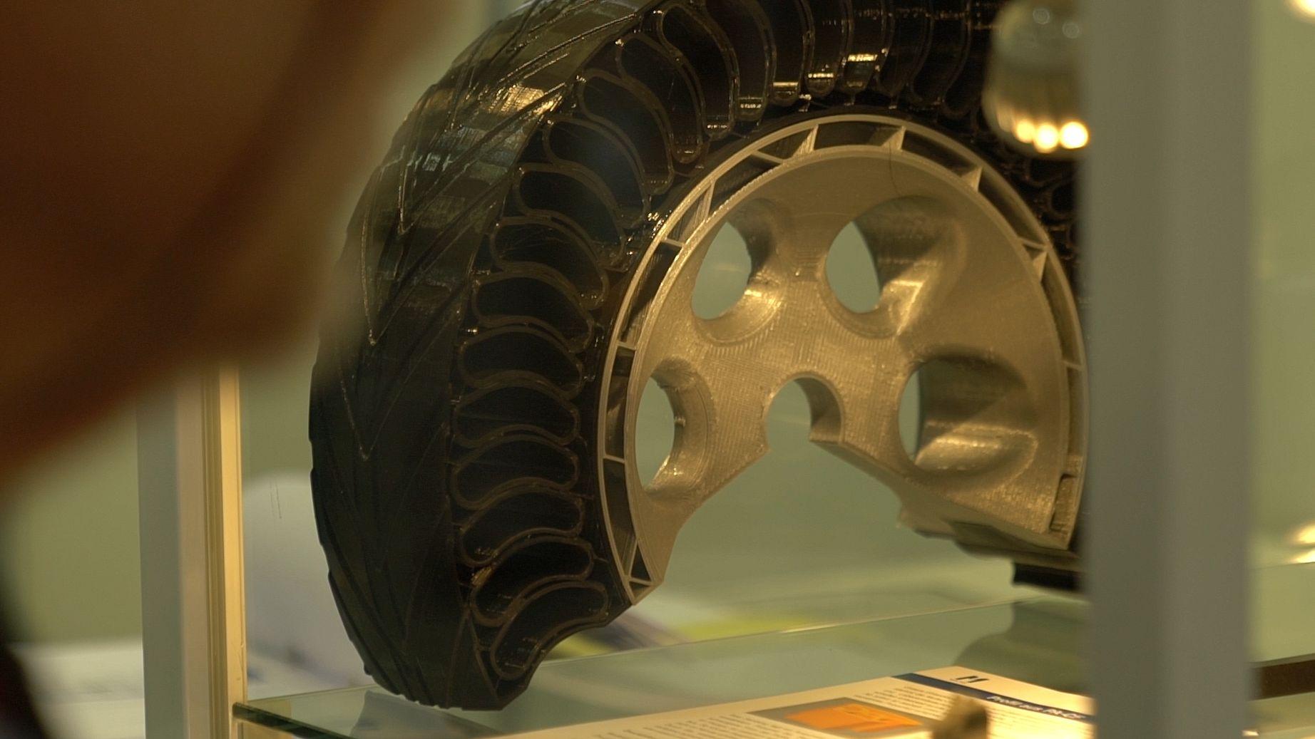 """Modell eines druckluftfreien Reifens auf der Messe """"Experience Additive Manufacturing"""" in Augsburg"""