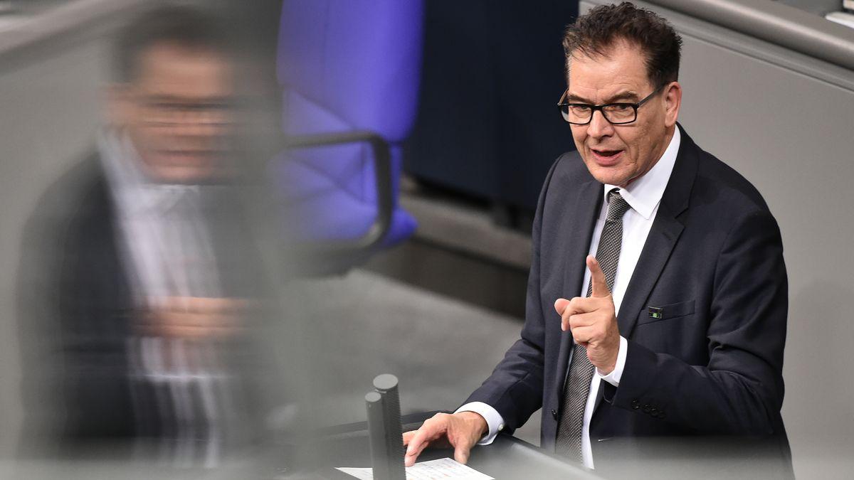 "Entwicklungsminister Müller zu Moria: ""Mich empören diese Bilder"""