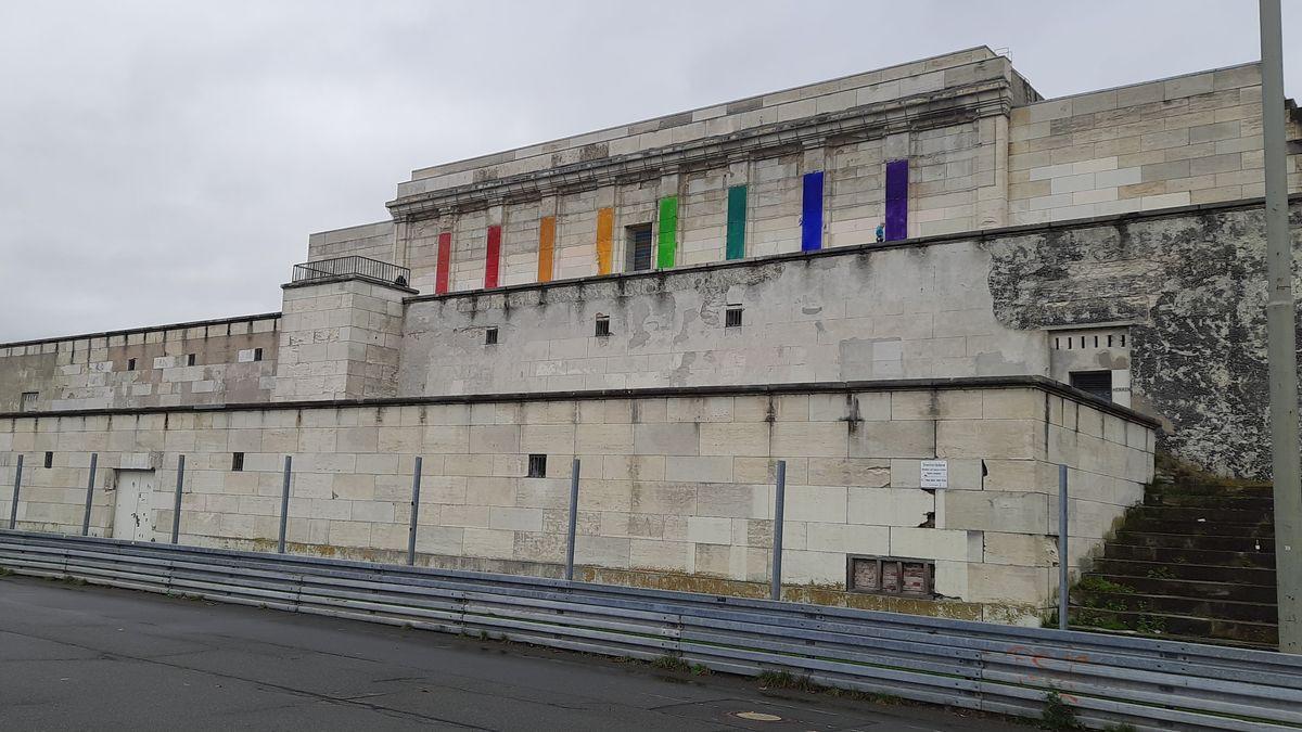 Kunstaktion an der Steintribüne auf dem ehemaligen Reichsparteitagsgeklände