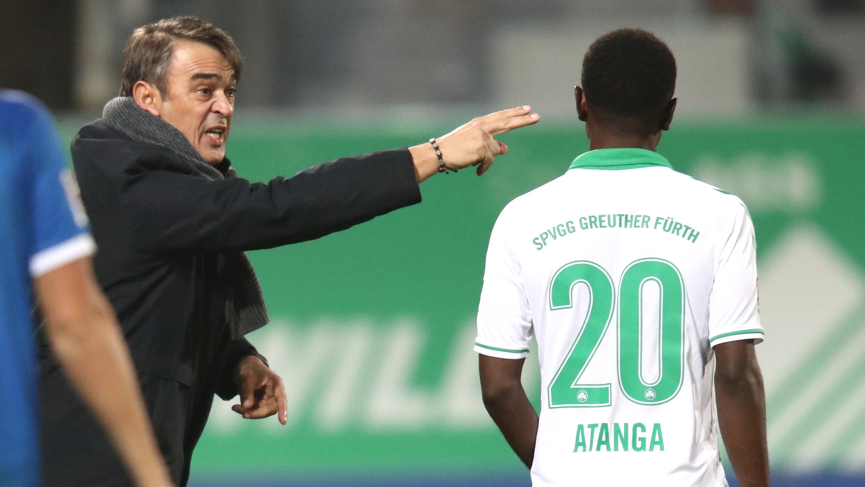 Damir Buric gibt David Atanga Anweisungen