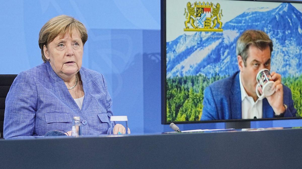 Bundeskanzlerin Angela Merkel (CDU) bei einer Schaltkonferenz mit Markus Söder (CSU)