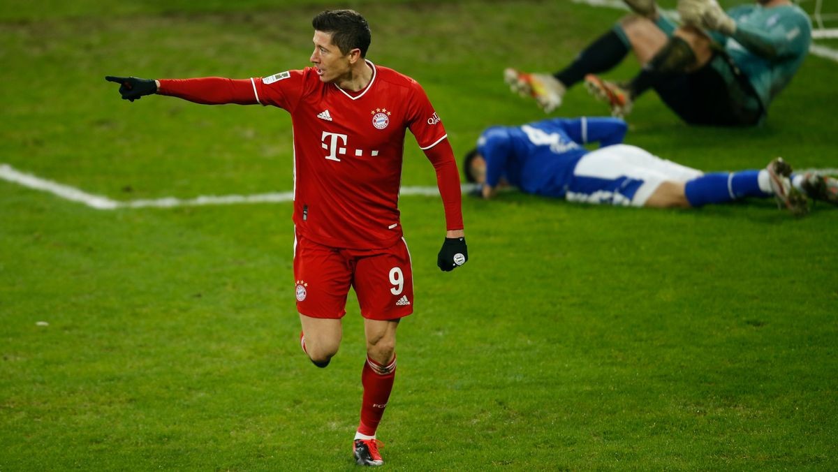 Robert Lewandowski nach seinem 2:0-Treffer bei Schalke 04