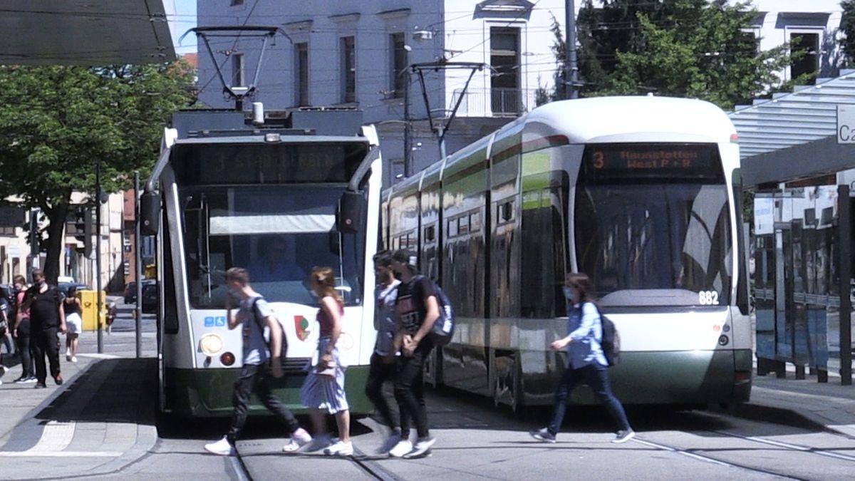 Straßenbahnen am Augsburger Königsplatz