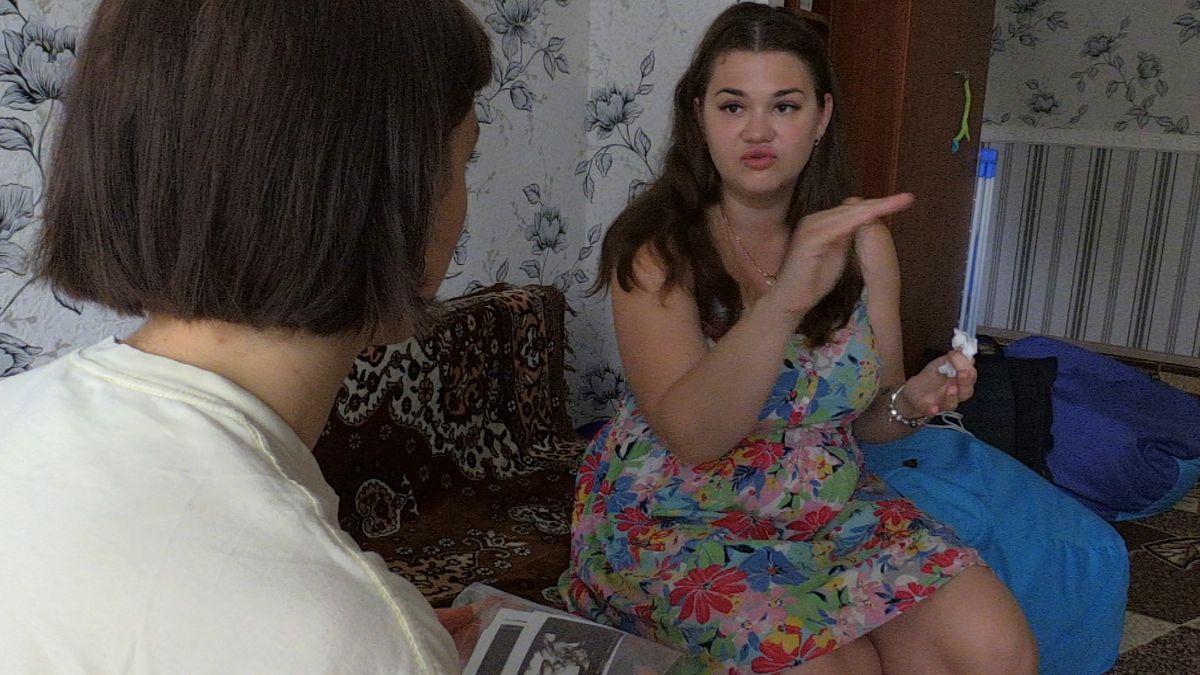 Leihmutter Sweta beim Interview in ihrer Wohnung.