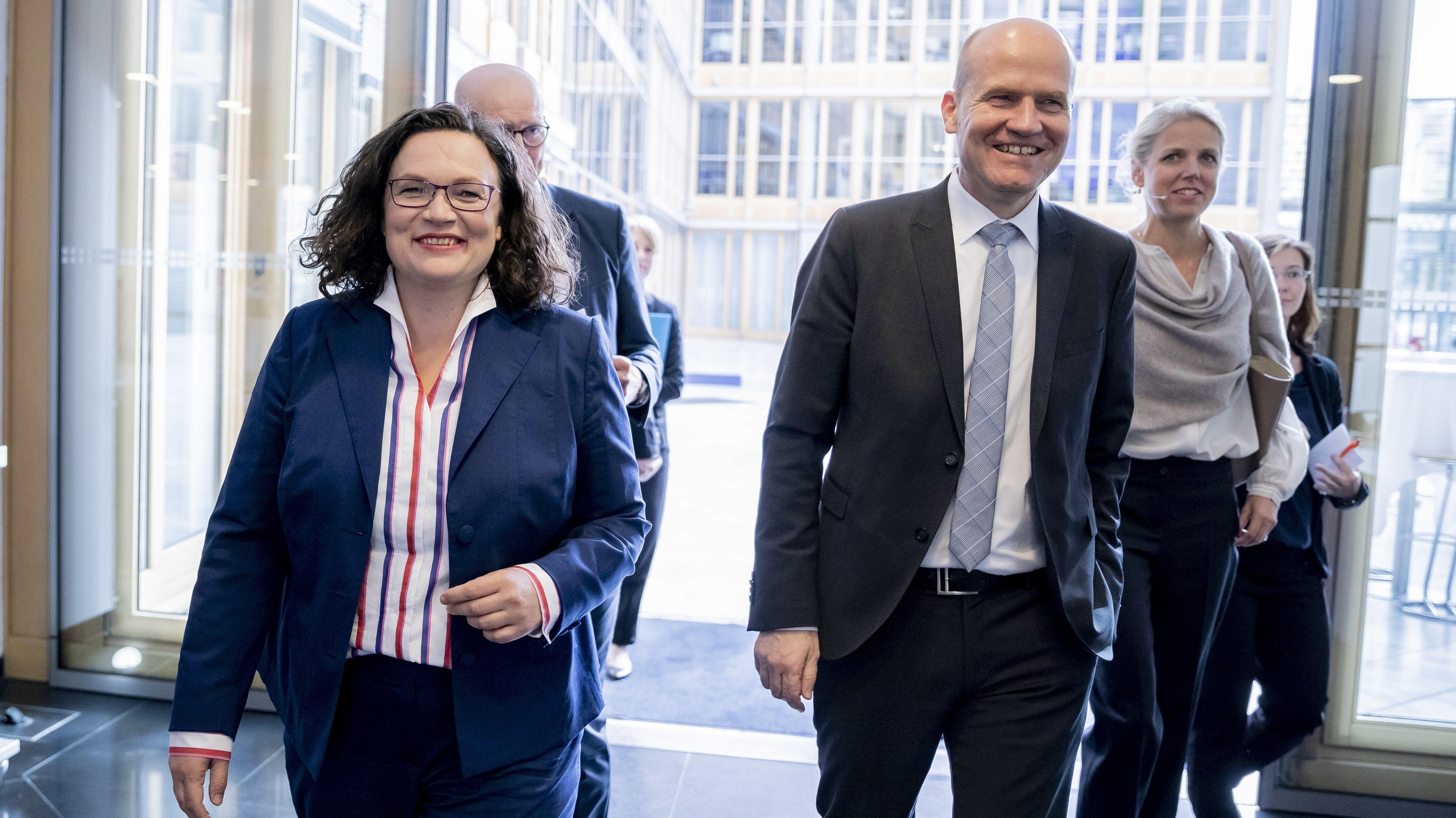 SPD-Fraktionschefin Nahles und Unions-Fraktionschef Brinkhaus beim DIHK in Berlin