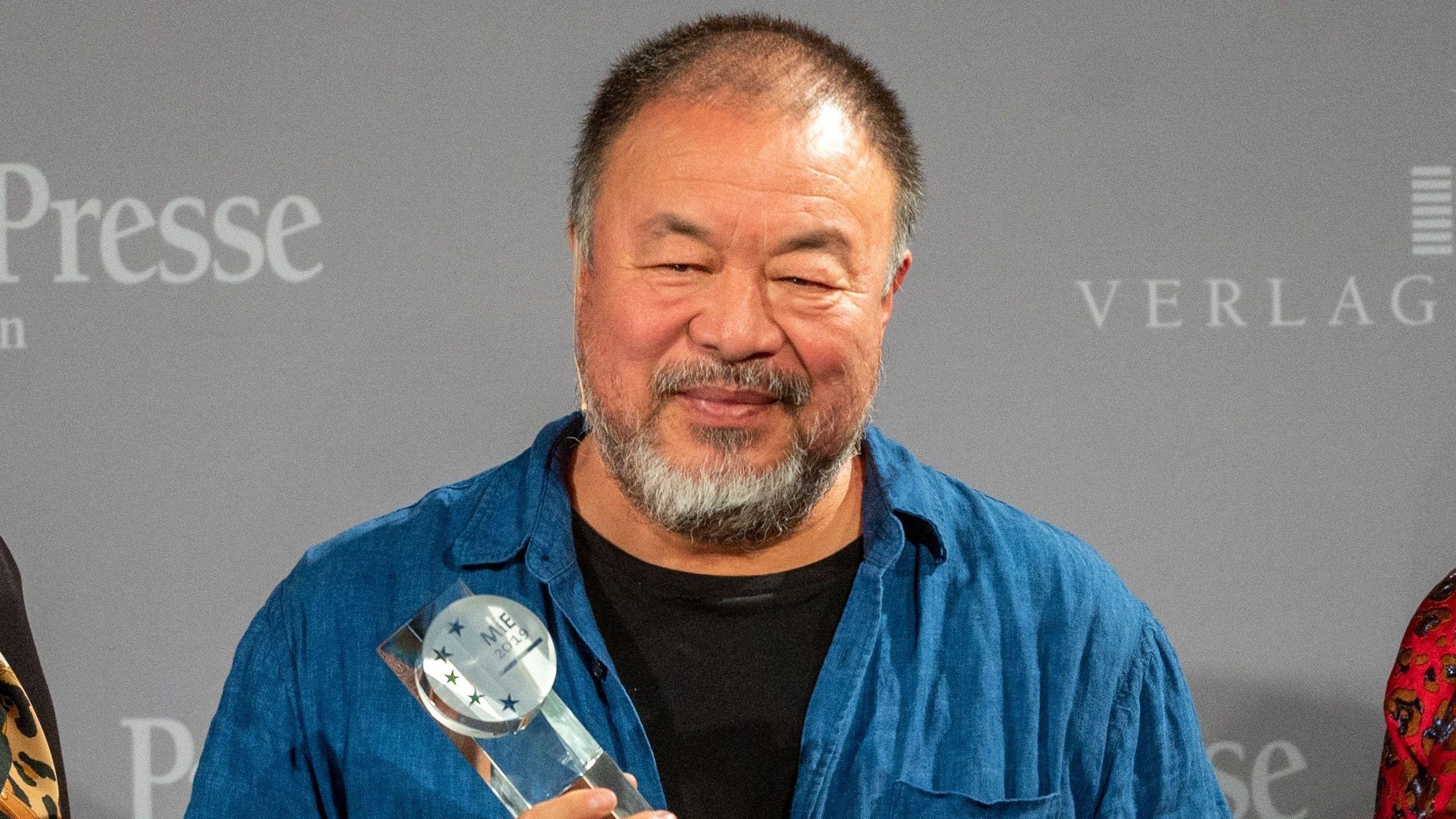 """Der chinesische Künstler Ai Weiwei hat in Passau den """"Menschen-in-Europa-Kunst-Award"""" erhalten."""