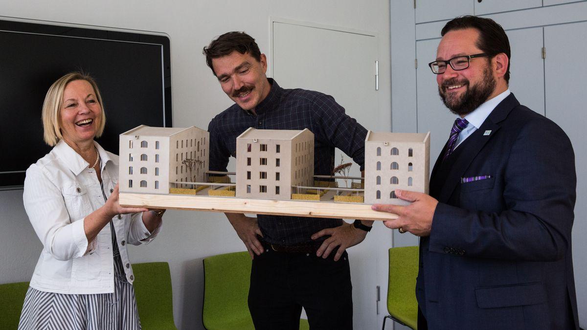 Übergabe des Bewilligungsbescheids an das Studentenwerk München und Präsentation des Architekten-Modells am 22. August 2019.