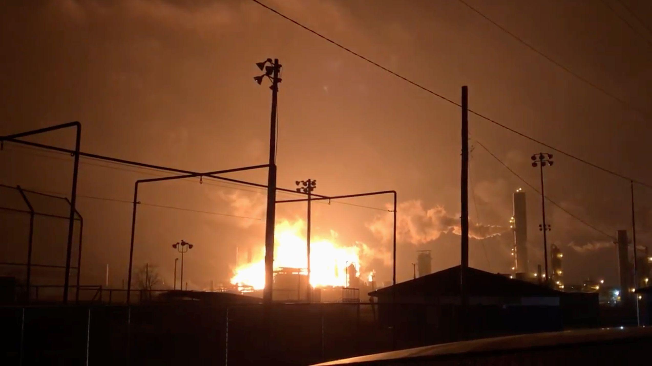 In Port Neches in Texas explodierte eine Chemiefabrik. Anwohner müssen evakuiert werden.