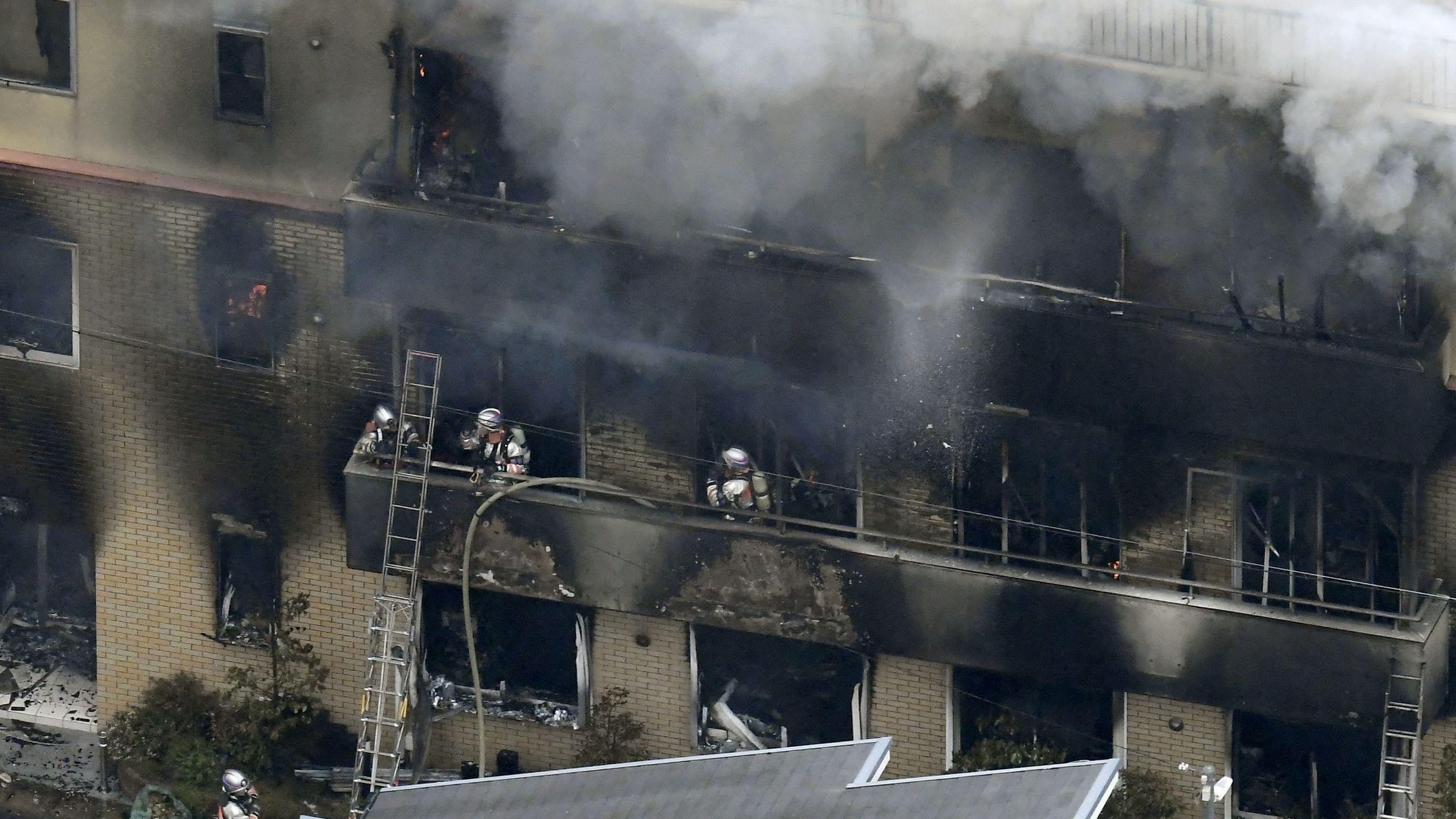 Aus dem Gebäude in Kyoto drang dichter Rauch.