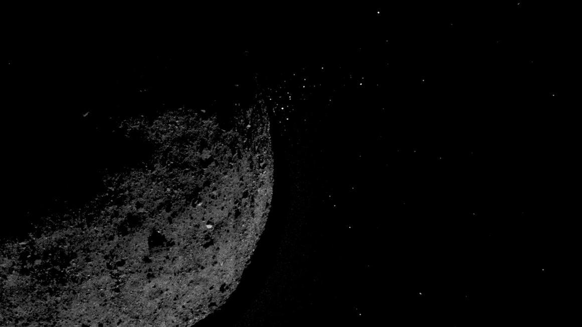 Asteroid Bennu stößt einen Partikelstrom aus. Diese Aufnahme machte die Asteroidensonde Osiris-Rex am 19. Januar 2019 - und fotografierte damit erstmalig einen Asteroiden, der Partikel ausstößt.
