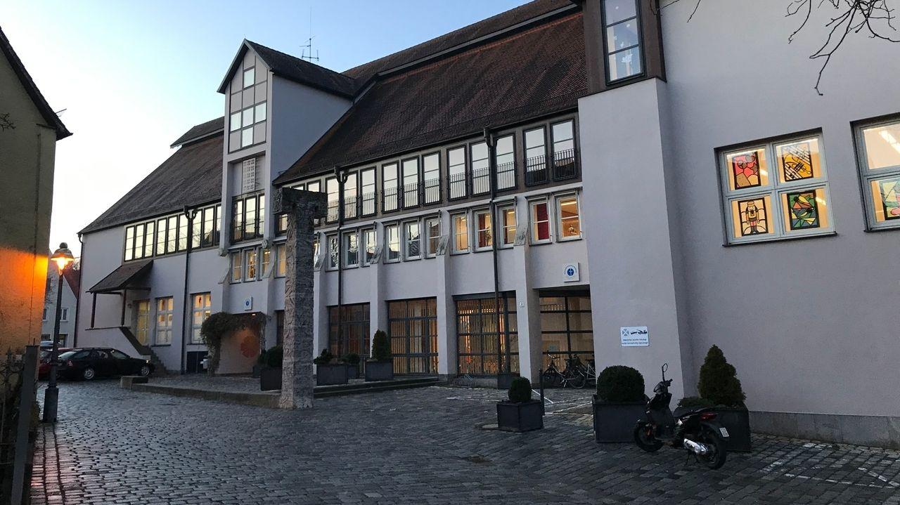 Nach Fällen von Cyber-Mobbing und einer falschen Todedanzeige steht die Nördlinger Realschule Maria Stern im Fokus der Polizei.