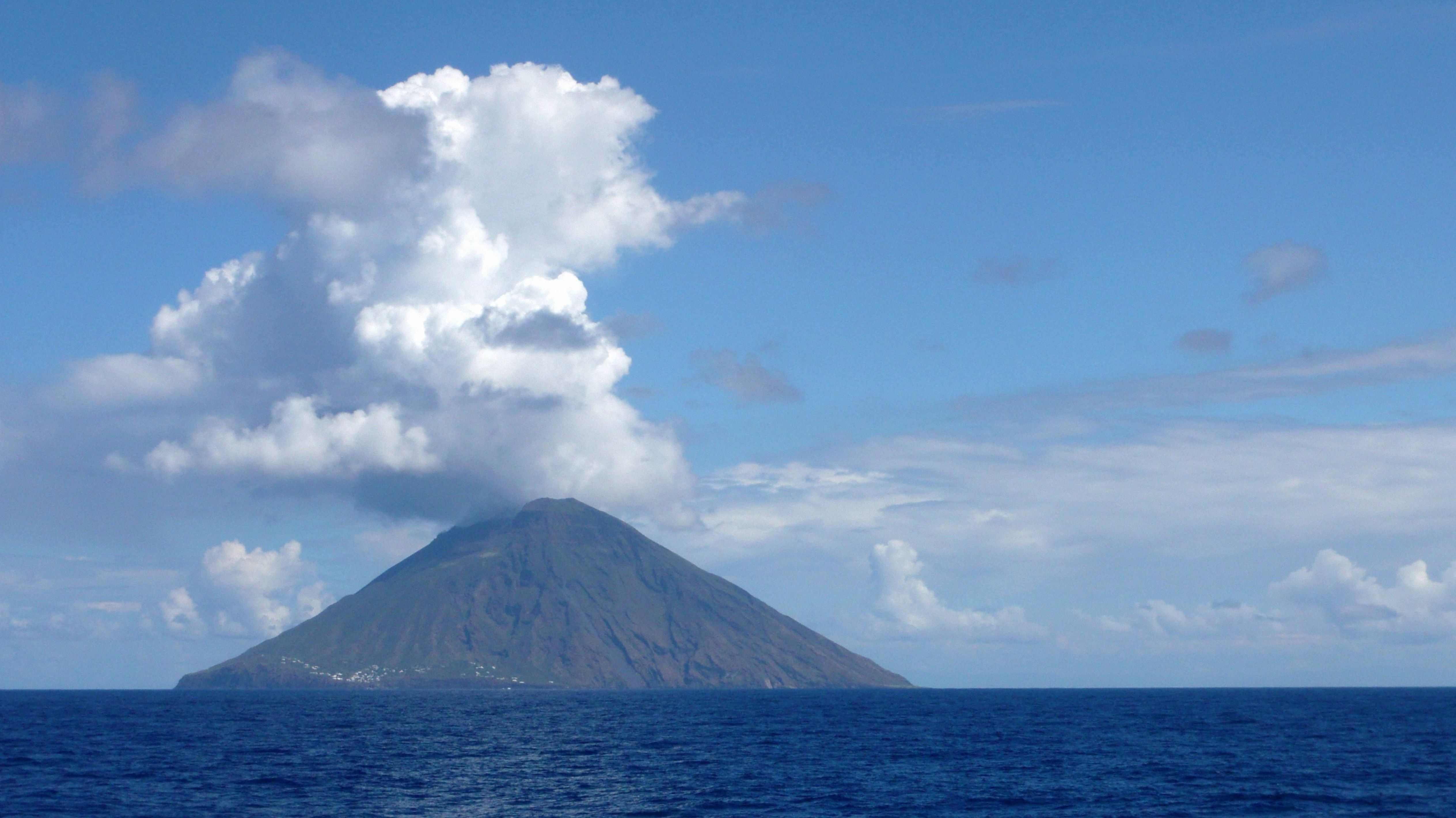 Ausbruch des Vulkans Stromboli.