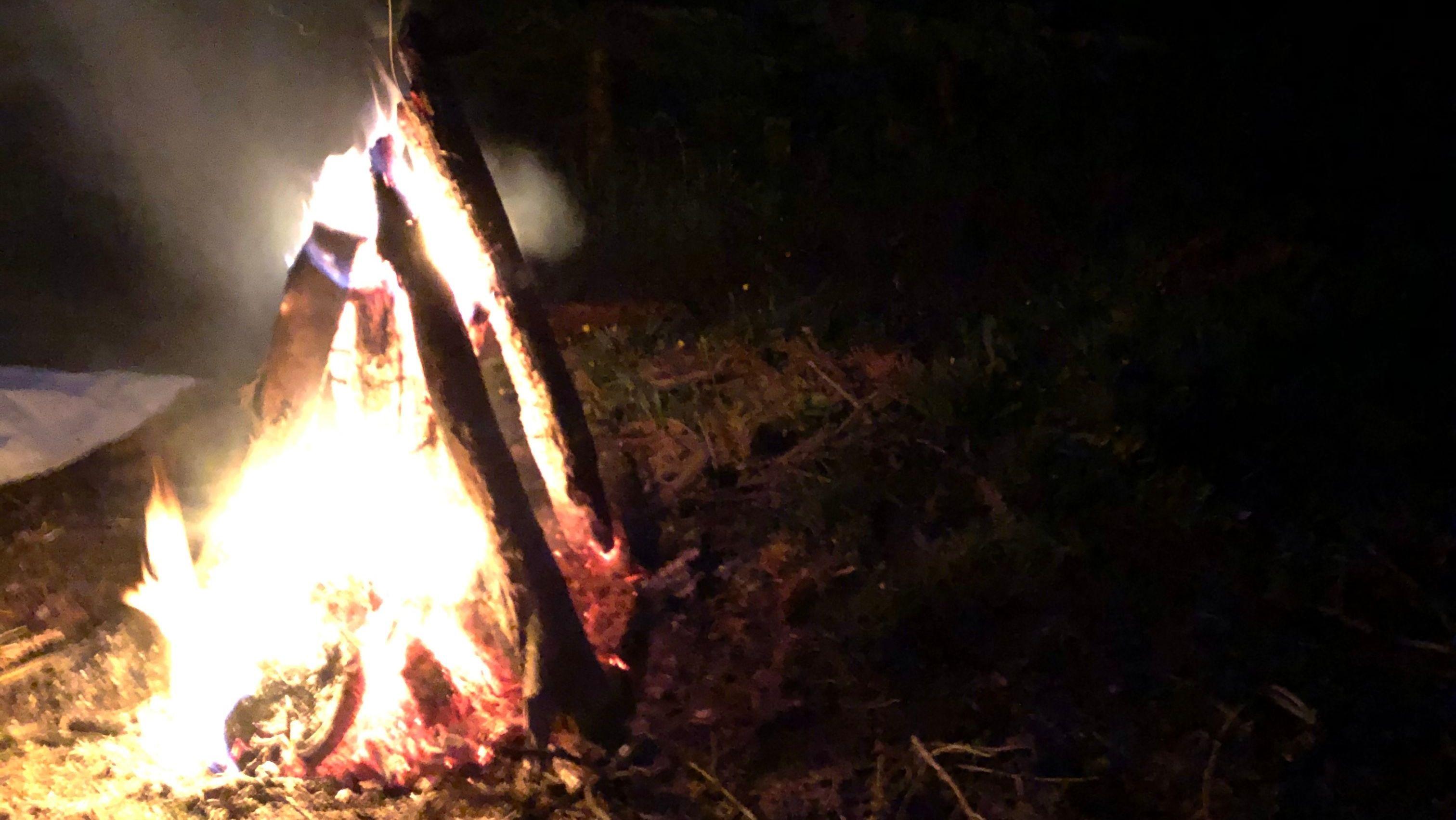 Diese Feuer sollten vor dem Nachtfrost schützen
