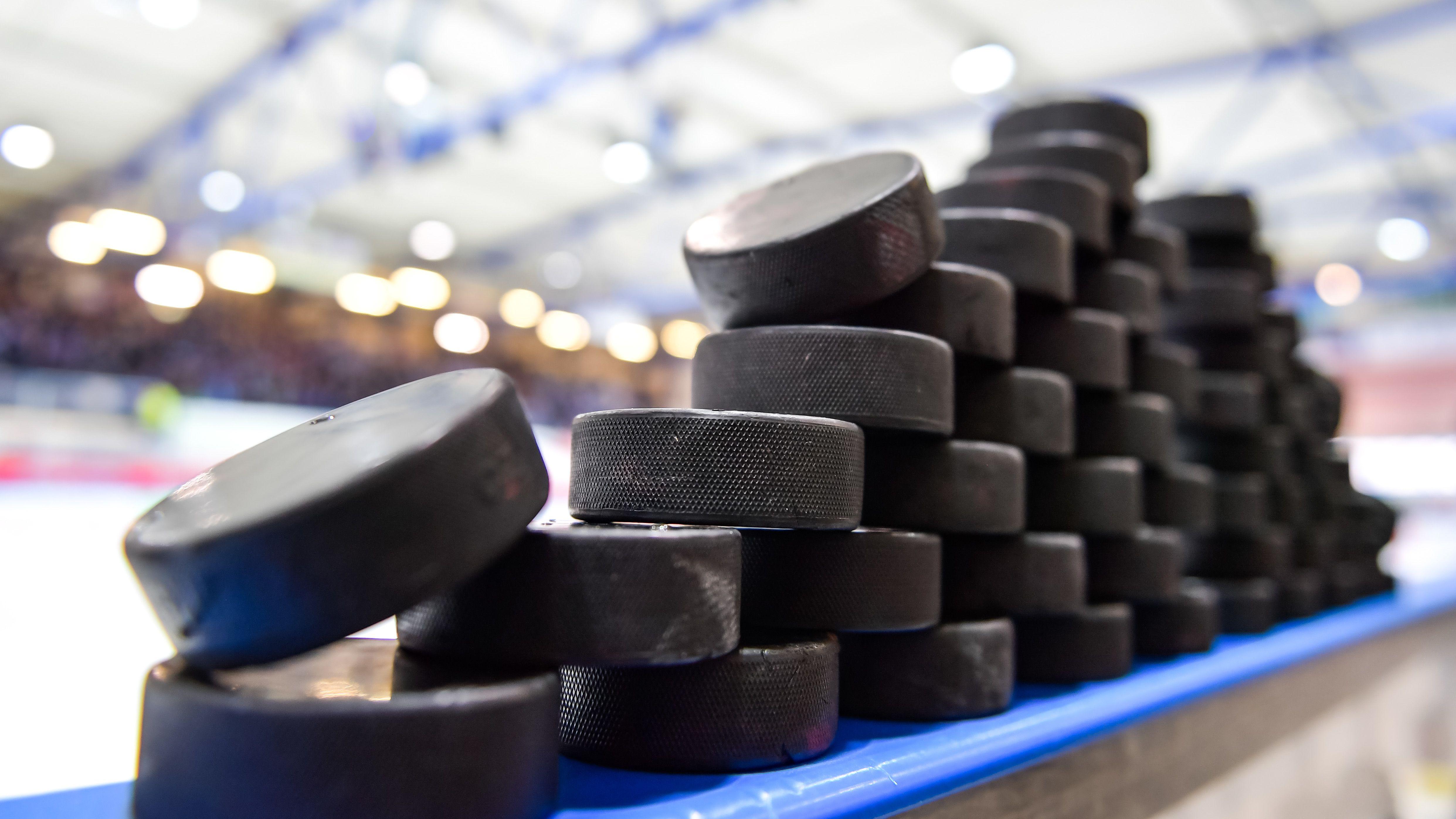 Symbolbild Eishockey-Pucks