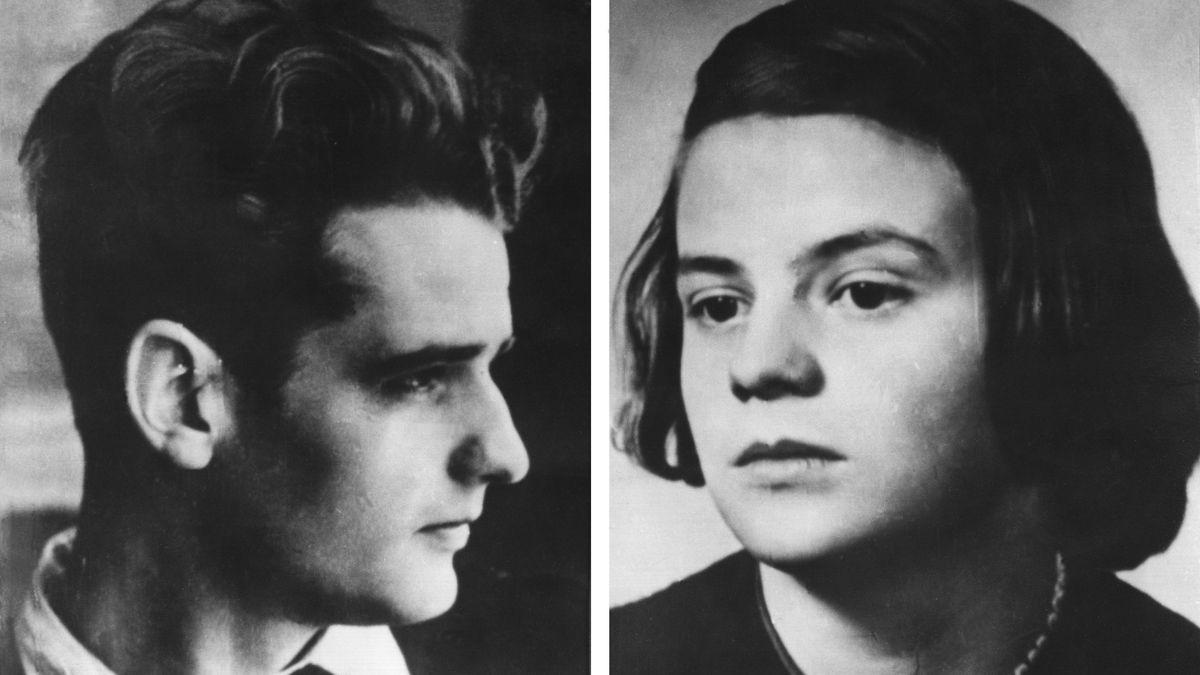 Schwarzweiß Aufmnahmen eines jungen Mannes im Profil und einer jungen Frau, die an der Kamera vorbeischaut