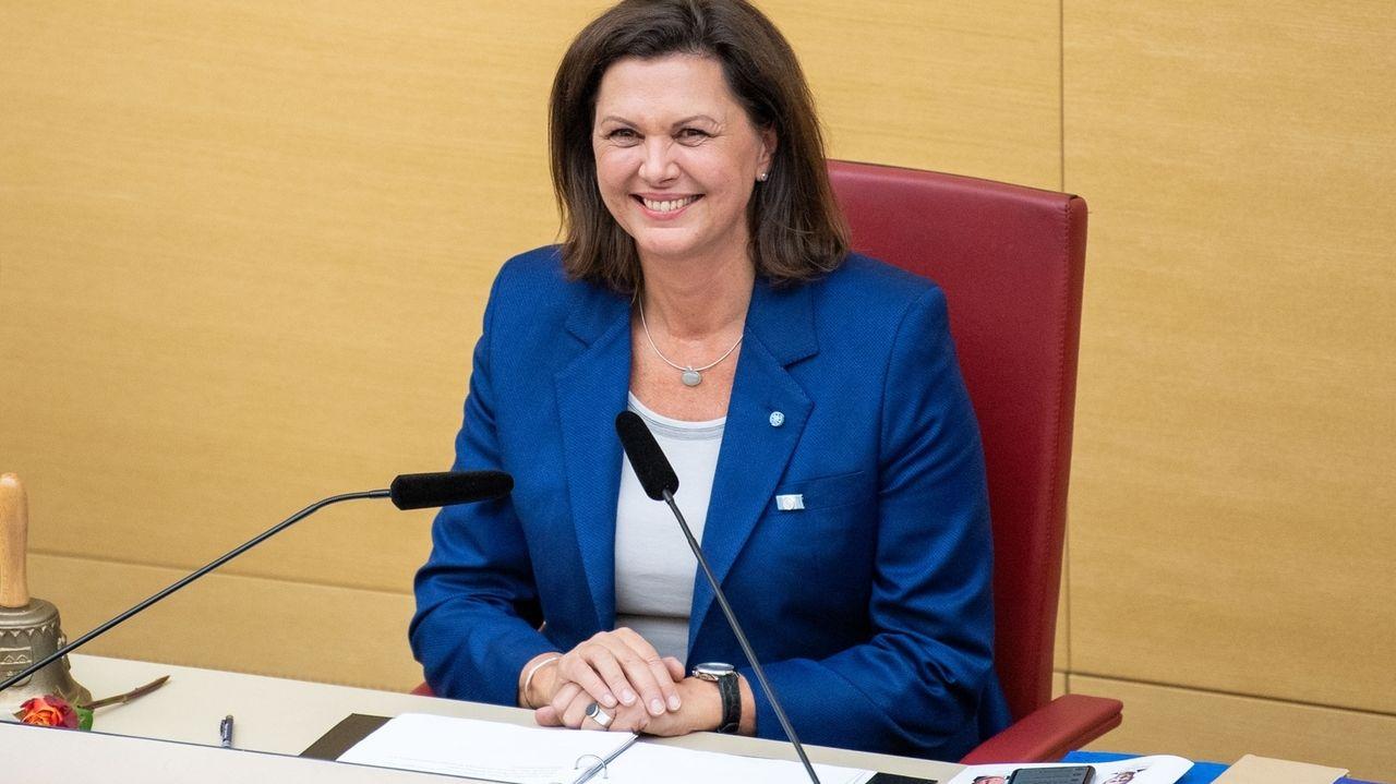 Archivbild: Ilse Aigner (CSU) nach ihrer Wahl zur Landtagspräsidentin am 5. November 2018.