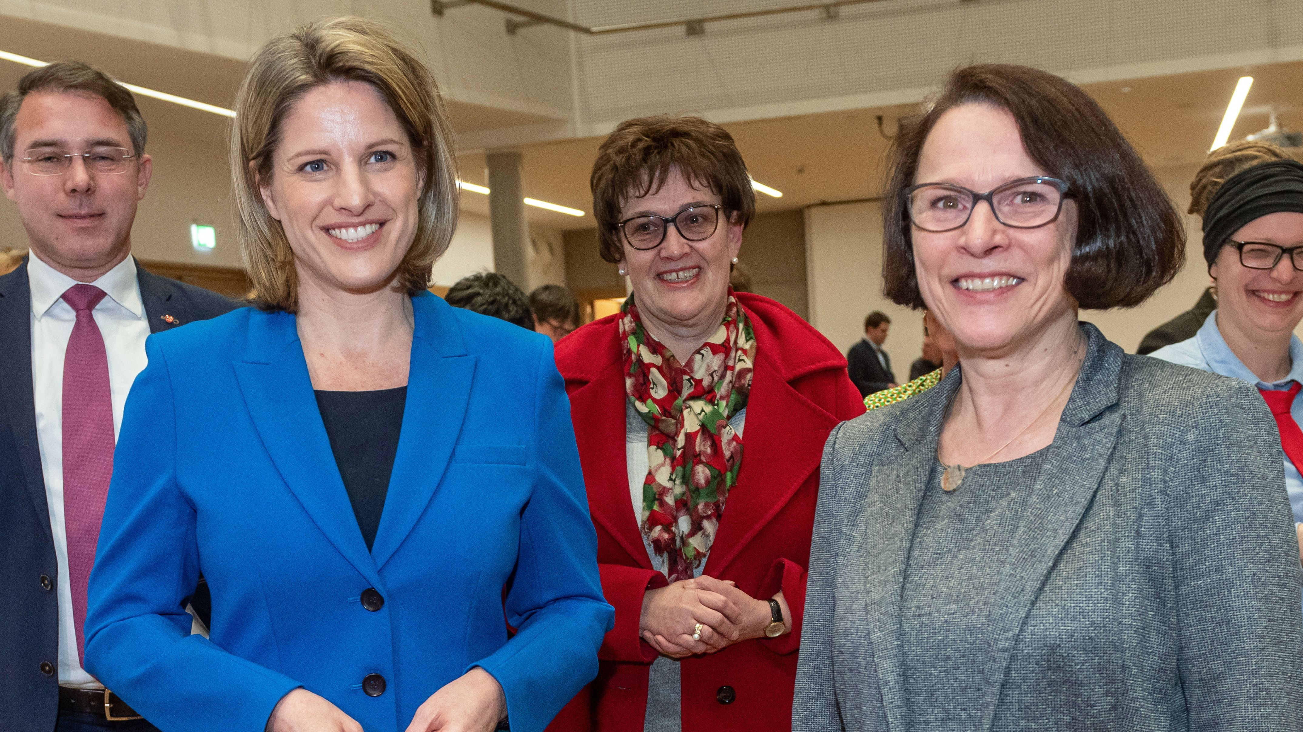 Wer wird neue Oberbürgermeisterin von Regensburg? CSU-Kandidatin Astrid Freudenstein oder Bürgermeisterin Gertrud Maltz-Schwarzfischer (SPD)