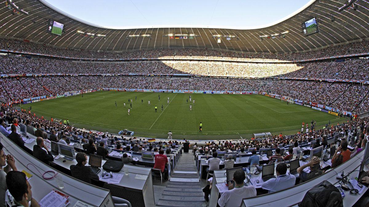 Die gefüllte Allianz Arena in München vor Corona-Zeiten