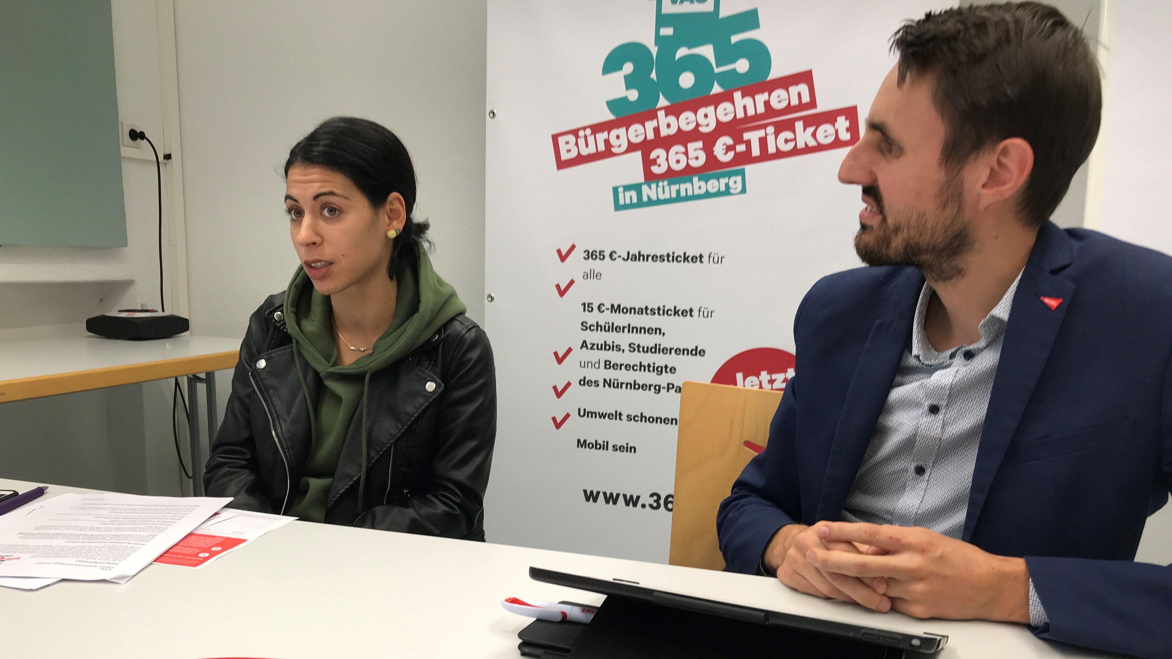 Özlem Demir  und Titus Schüller bei der Pressekonferenz zum Bürgerbegehren 365-Euro-Ticket