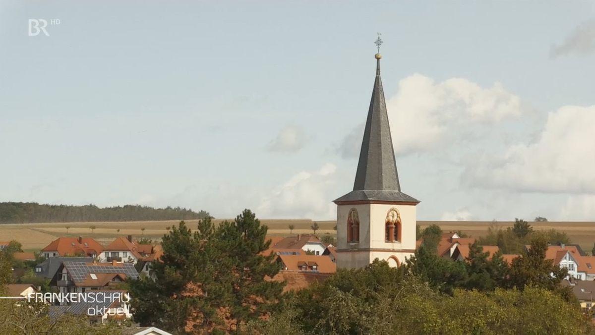 Der Kirchturm in Schwanfeld