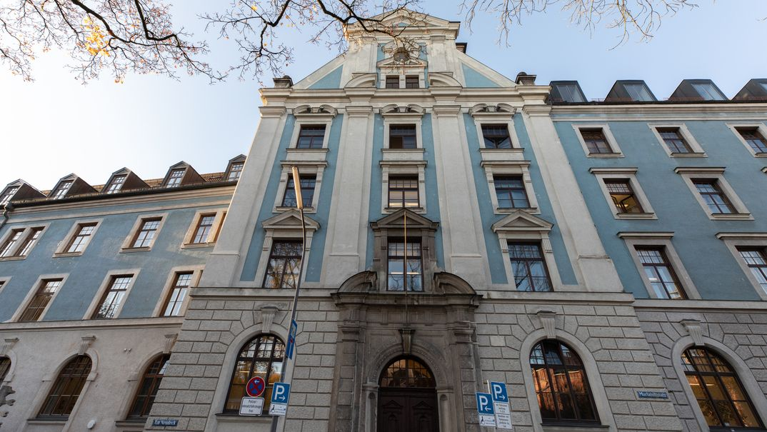 Das Hauptgebäude des Landratsamts in München.