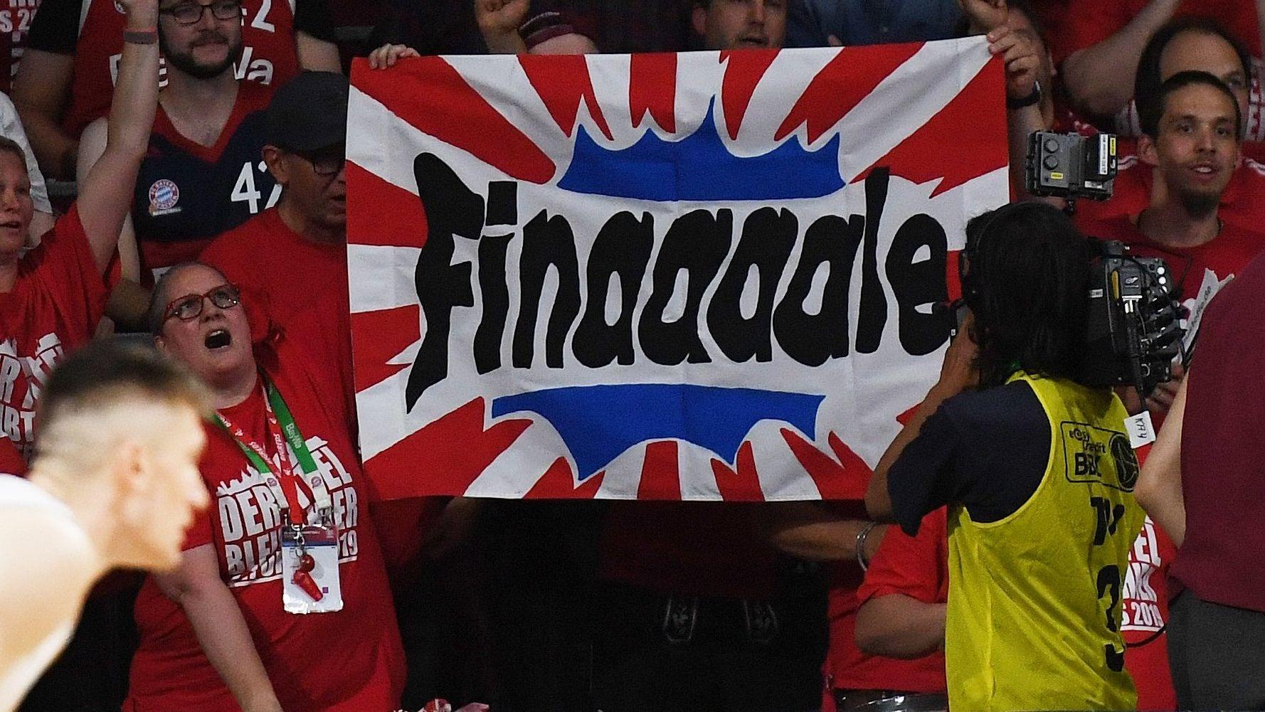 Fans der Bayern-Basketballer freuen sich auf das BBL-Finale