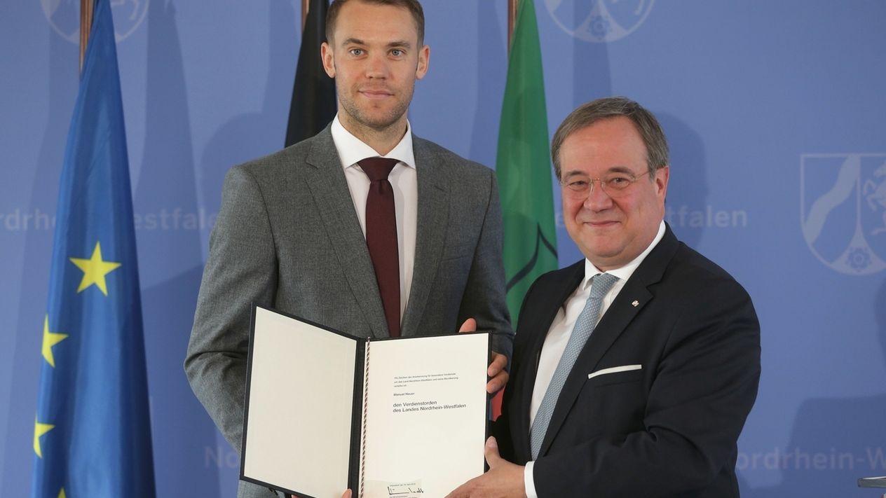 Neuer von Laschet mit NRW-Verdienstorden ausgezeichnet