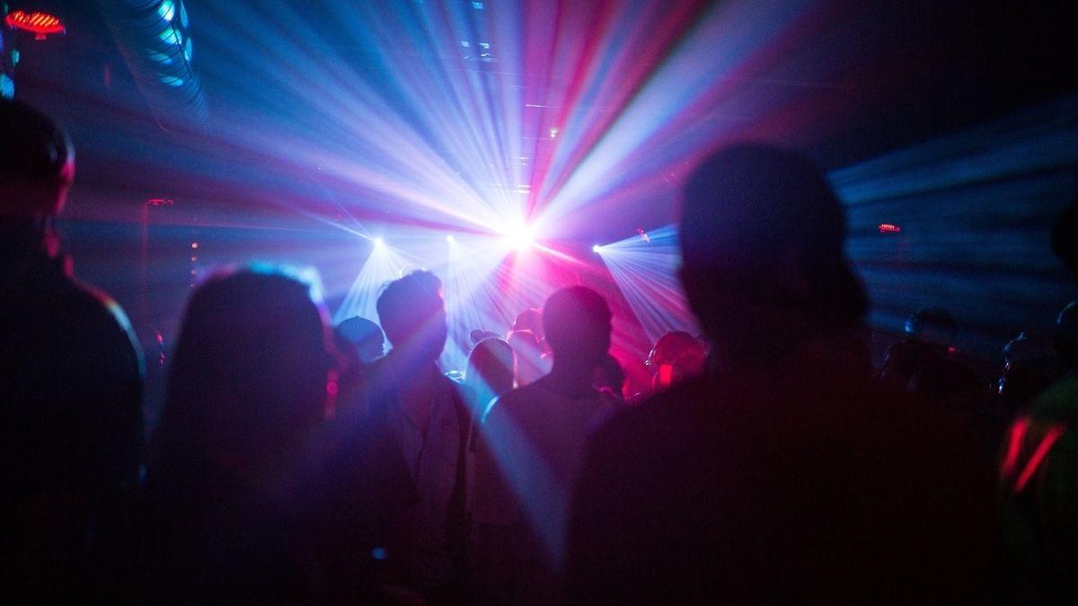 Besucher einer Disco (Symboldbild)