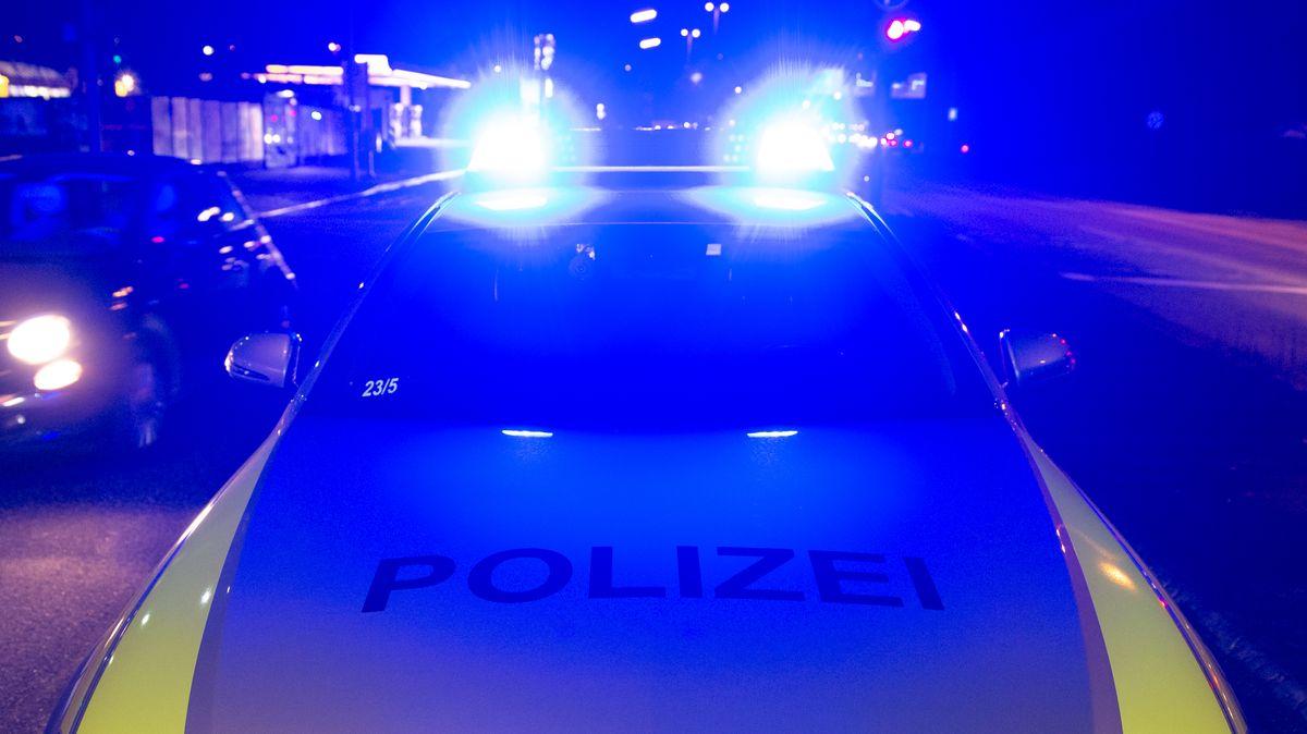 Polizeiauto in der Nacht