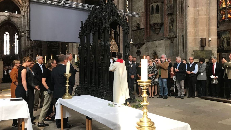 Öffnung des Sebaldusgrabes in Nürnberg