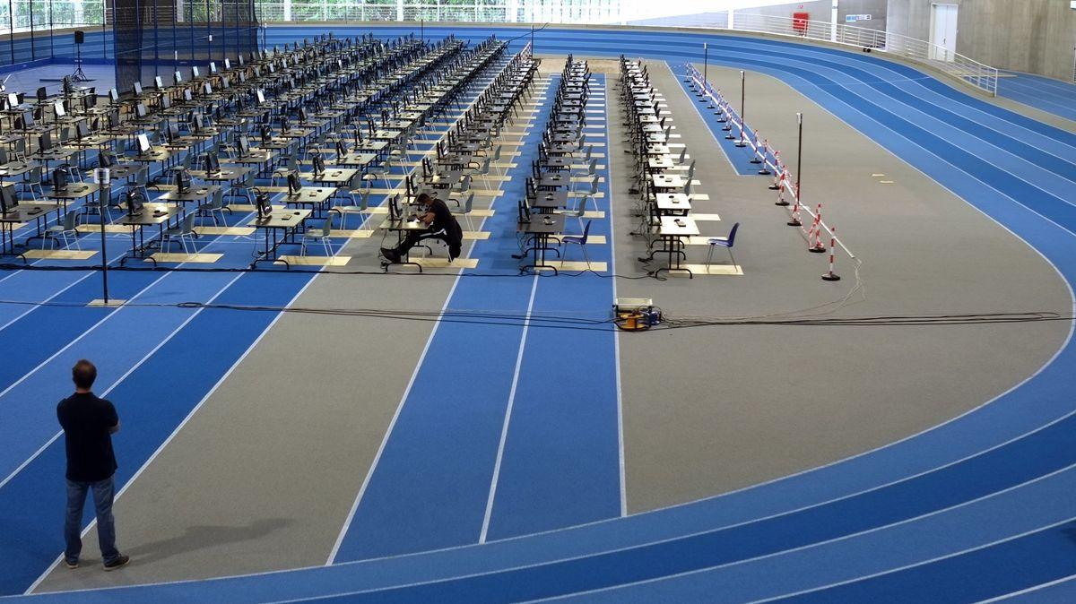 Abschlussprüfungen in der Leichtathletikhalle