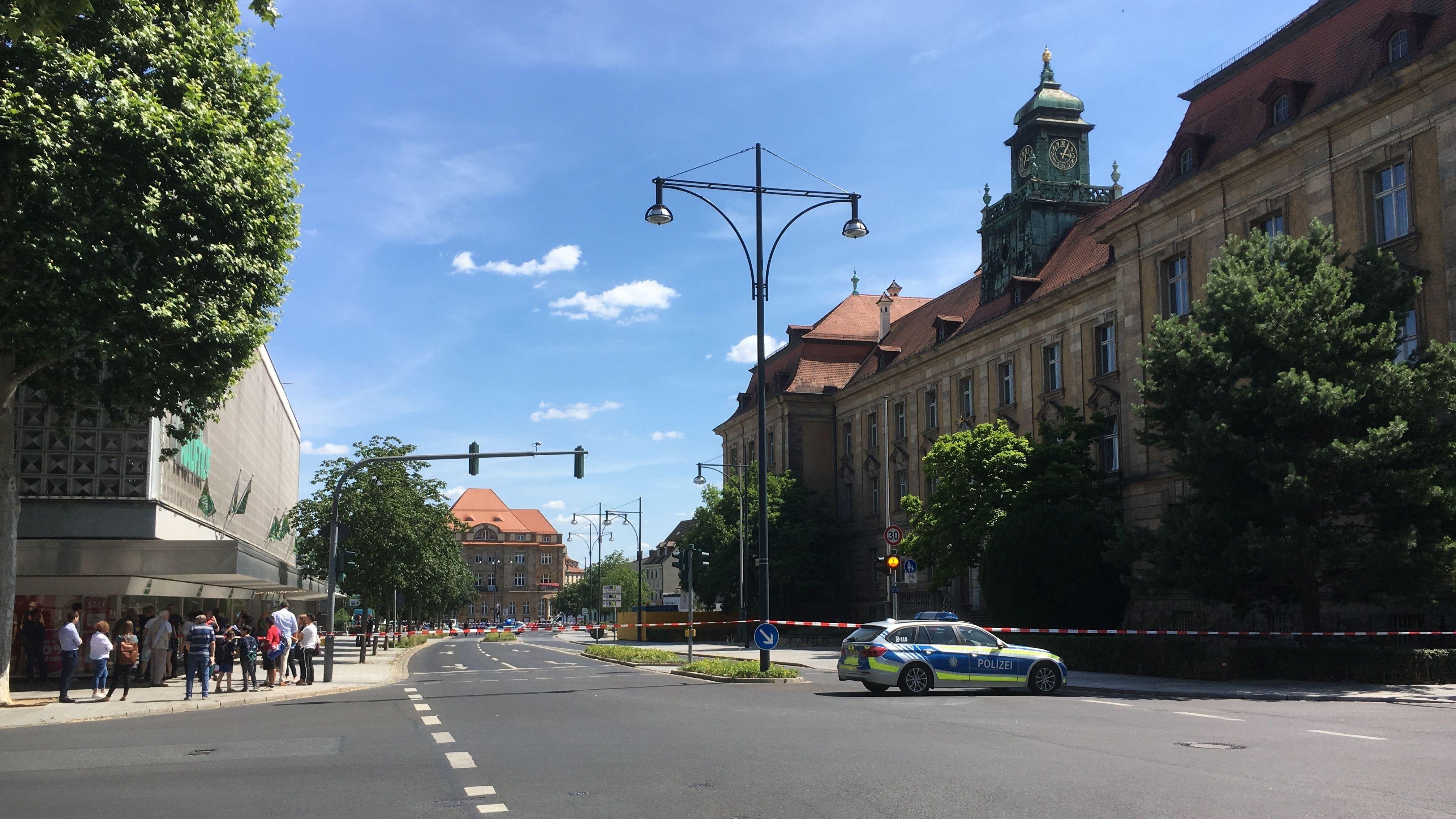 Die Polizei hatte das Gerichtsgebäude in Schweinfurt abgesperrt.