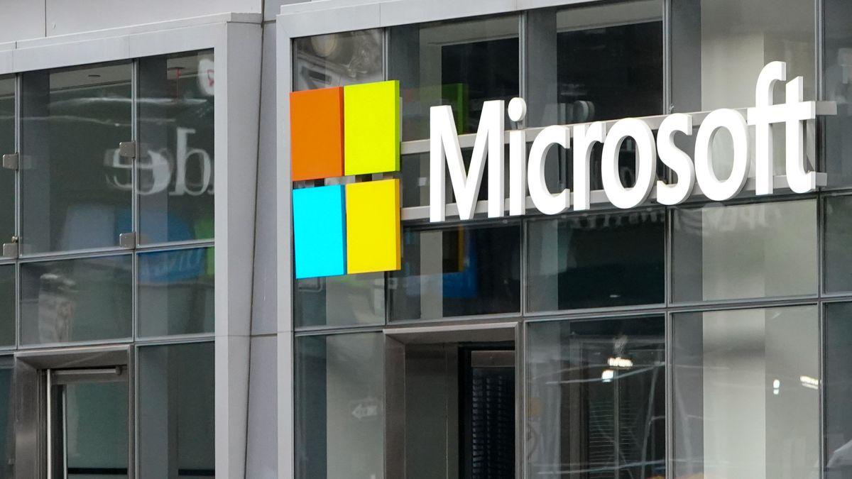 Microsoft-Schriftzeichen an einer Hausfassade