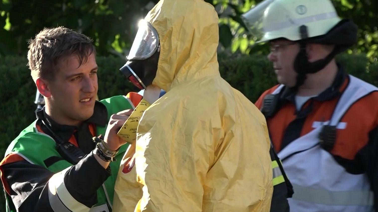 Ein Nachbarschaftsstreit in Schwabach hat einen Großeinsatz ausgelöst. Dabei wurden acht Menschen mit einer unbekannten Flüssigkeit verletzt.