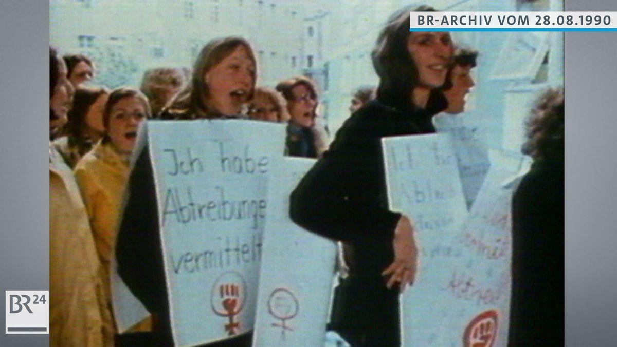 Frauen demonstrieren gegen das Abtreibungsverbot