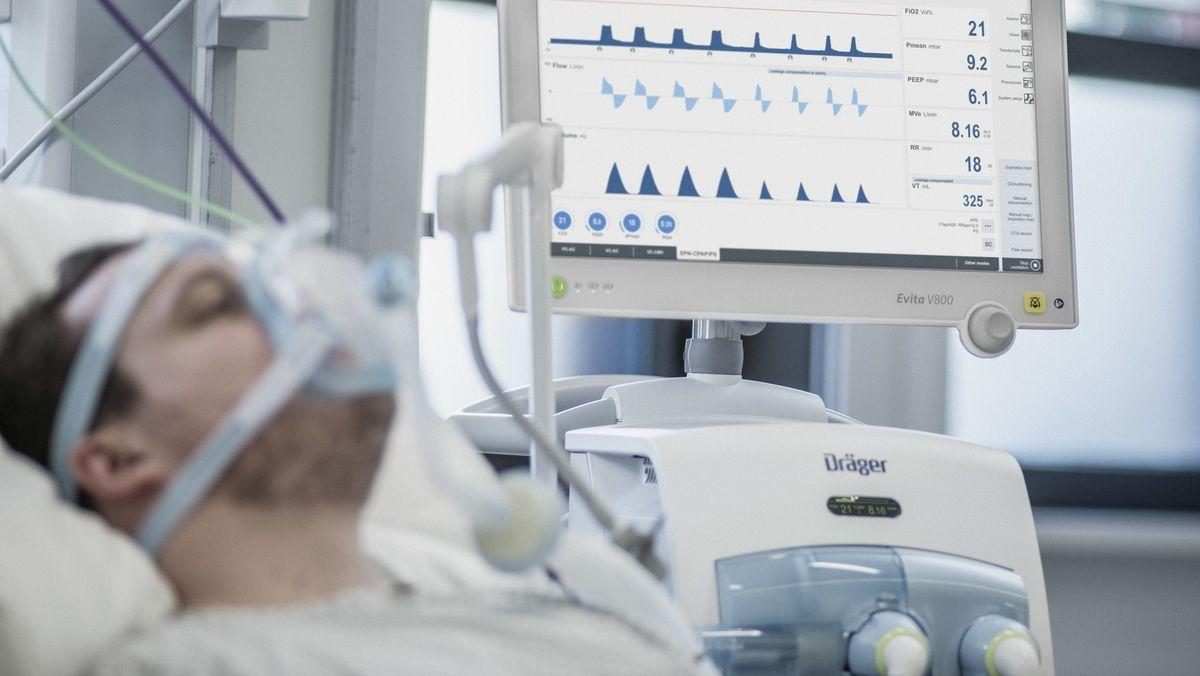 Beatmeter Patient auf einer Intensivstation.