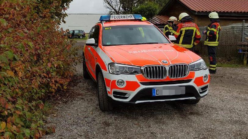Feuerwehrkräfte am Mertsee in Eggenfelden. Hier wurden die beiden Toten gefunden.