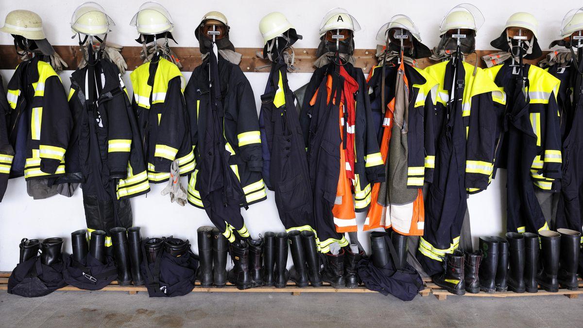 Feuerwehrausrüstung: Engagierte Feuerwehrleute in Obertraubling sollen jetzt für ihren Einsatz belohnt werden.