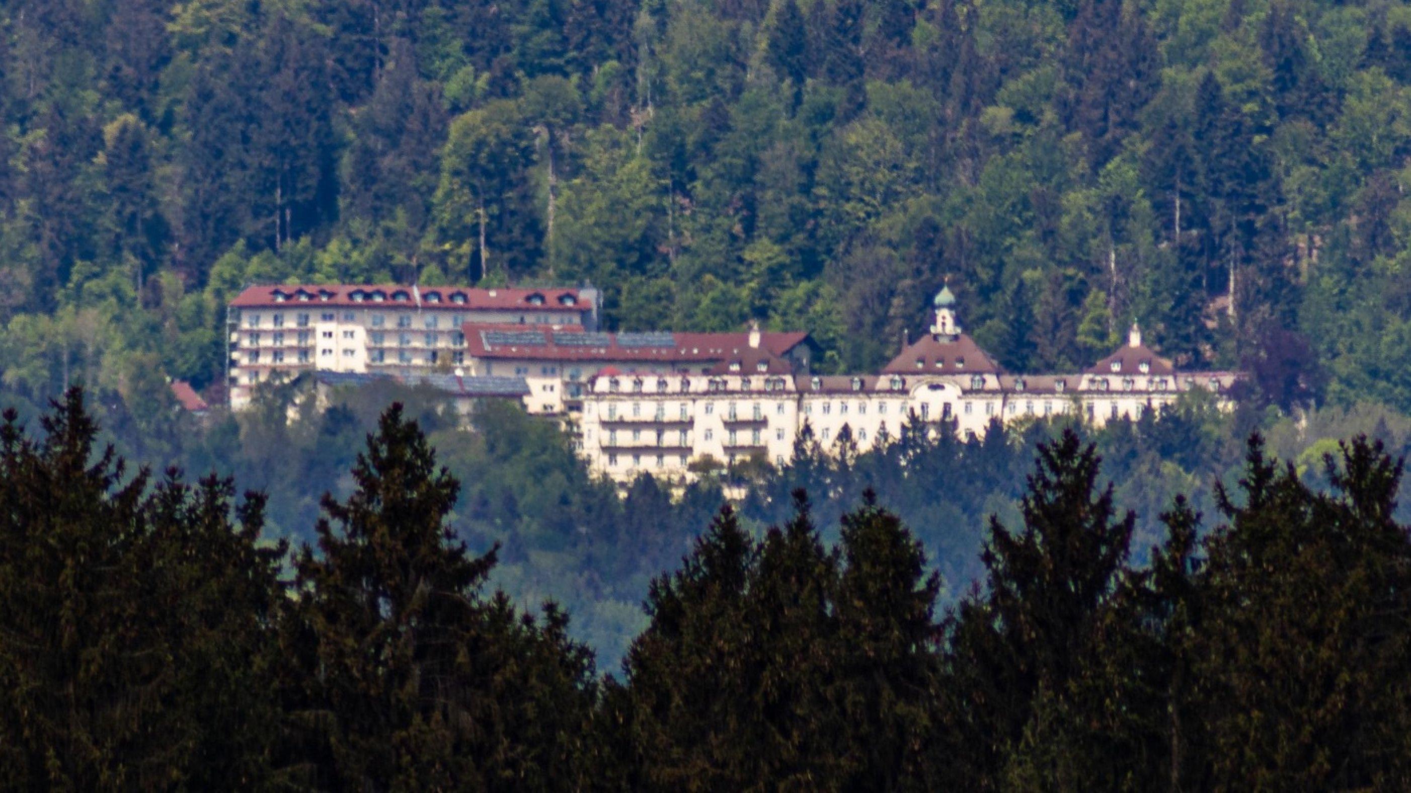 Die Reha-Klinik in Schaufling liegt am Hausstein nahe der Rusel.