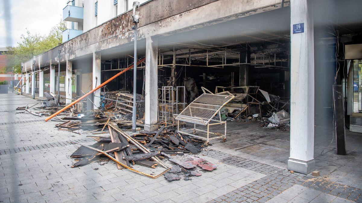 Große Zerstörung nach einem Brand in einem türkischen Geschäft in Waldkraiburg.