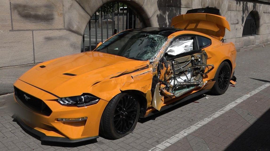 Der verunfallte Ford Mustang